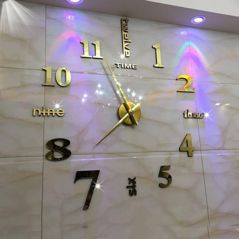 Đồng hồ mica dán tường số cách điệu size lớn 1m – 1.2m màu đen, đẹp, sang trọng