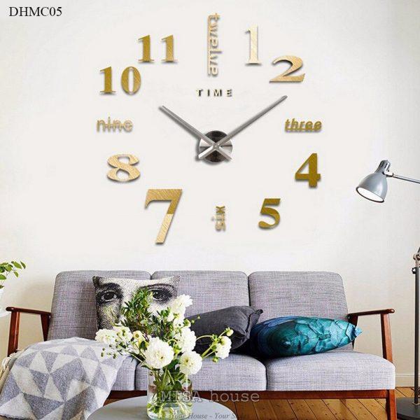 Đồng hồ mica dán tường số cách điệu size lớn 1m – 1.2m màu vàng, đẹp, sang trọng