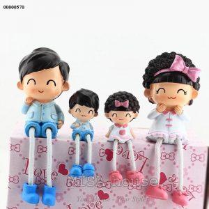 Bộ gia đình 4 người trang trí tủ kệ tivi phòng khách siêu xinh
