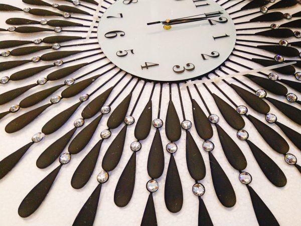 Hình thật chụp cận của đồng hồ treo tường giọt nước màu đen size lớn 70cm trang trí – hình đồng hồ trong hộp