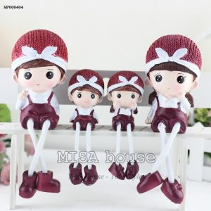 Bộ gia đình 4 người đỏ hạnh phúc- đồ trang trí tủ kệ phòng khách dễ thương