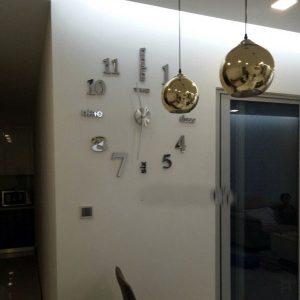 Hình thực tế khách hàng review đồng hồ dán tường size lớn trang trí - đồng hồ mica trang trí nhà, quán cafe, trà sữa siêu đẹp màu bạc