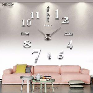 Đồng hồ mica dán tường số cách điệu size lớn 1m - 1.2m màu bạc phản quang, đẹp, sang trọng