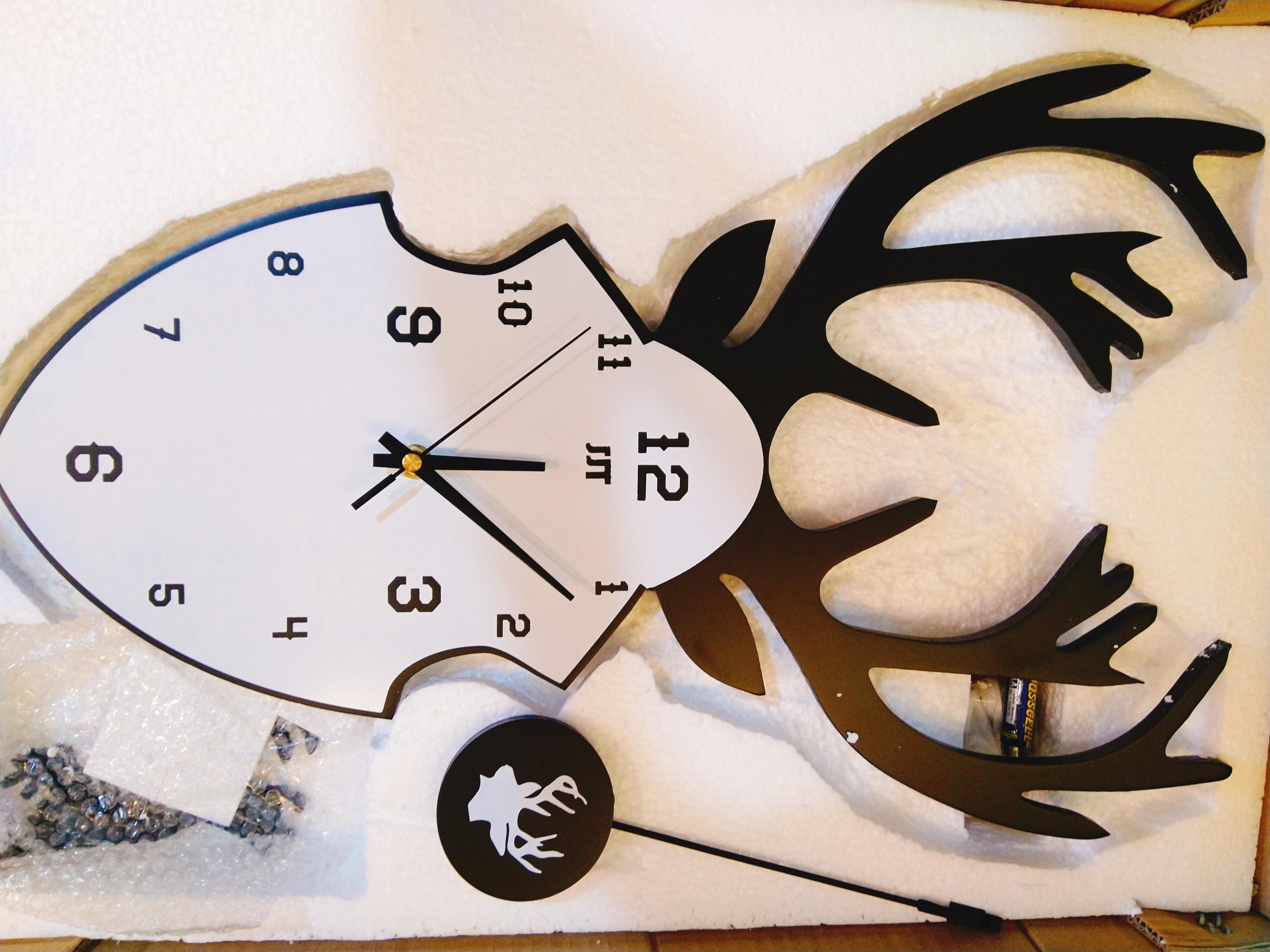 Hình đồng hồ thực tế nằm trong hộp chụp cận cảnh
