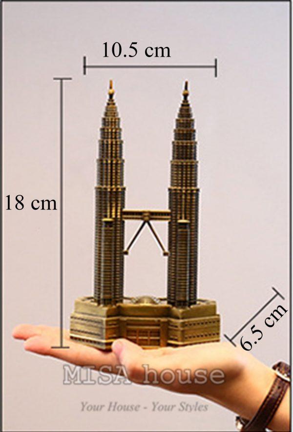 Mô hình tháp đôi – đồ trang trí vintage mô phỏng bằng sắt thép