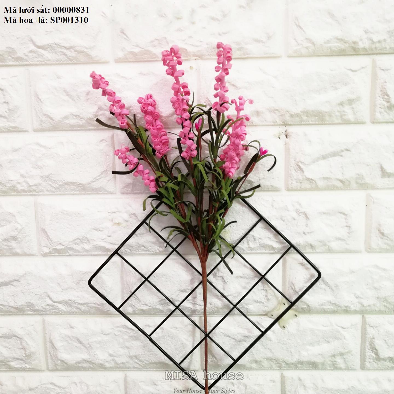 Lưới sắt kèm hoa xốp xoắn màu hồng treo tường trang trí nhà, quán cafe, cửa hàng đẹp độc đáo