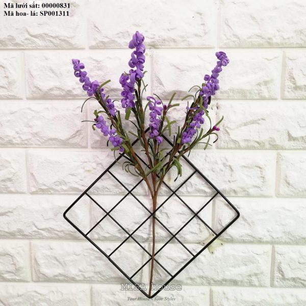 Lưới sắt kèm hoa xốp xoắn màu tím treo tường trang trí nhà, quán cafe, cửa hàng đẹp độc đáo