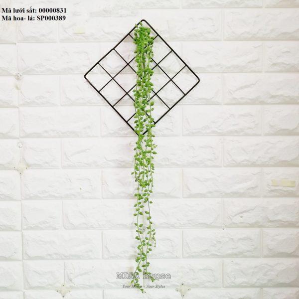 Lưới sắt kèm lá rũ dài quả mồng tơi treo tường trang trí nhà, quán cafe, cửa hàng đẹp độc đáo
