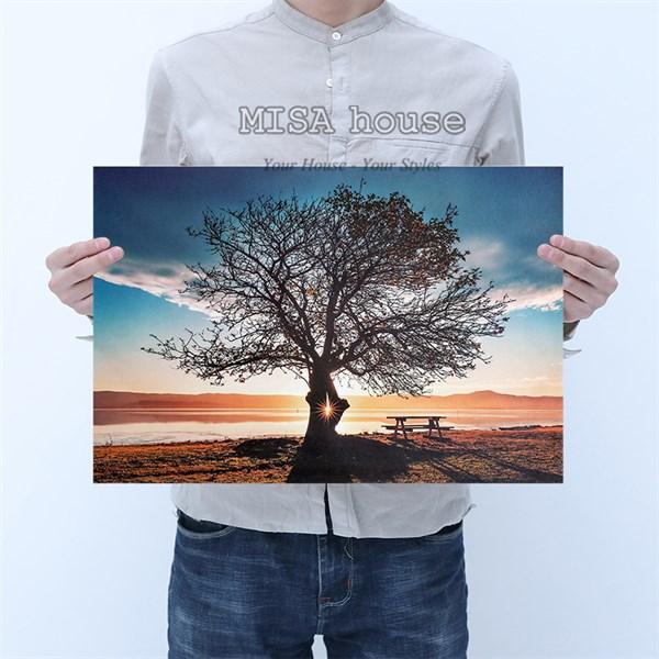 Tranh giấy phong cách vintage hình cây cô đơn dưới ánh chiều tà