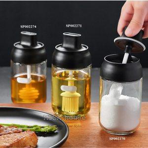 Hũ chai lọ đựng gia vị thủy tinh nắp đen kèm muỗng chổi quét dầu - Hũ đựng gia vị trang trí nhà bếp hiện đại tối giản