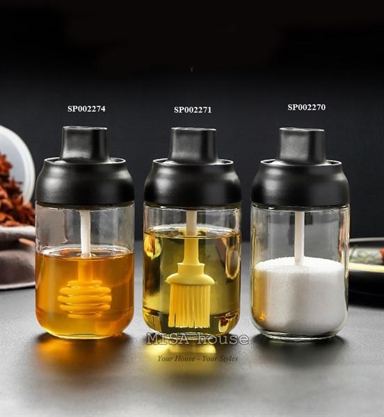 Hũ chai lọ đựng gia vị thủy tinh nắp đen kèm muỗng chổi quét dầu – Hũ đựng gia vị trang trí nhà bếp hiện đại tối giản