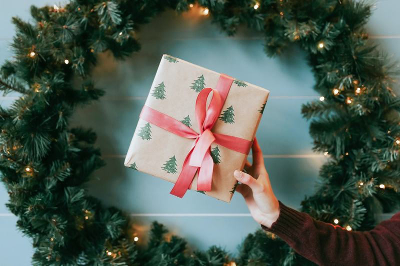 Ý nghĩa của việc tặng quà tân gia cho người thân