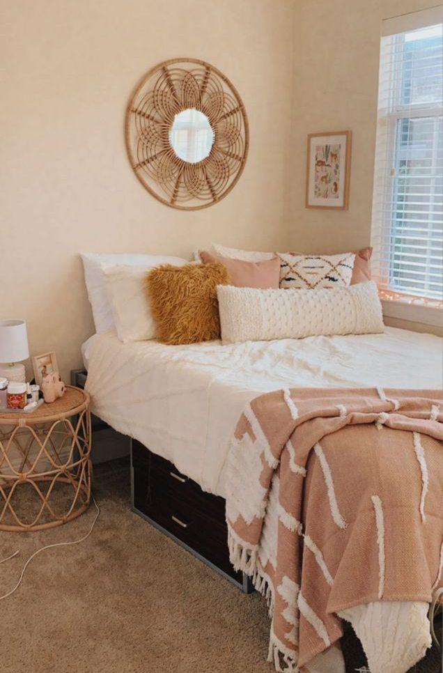 Sơn tường màu trắng, hồng pastel và các tông màu sáng là cách đơn giản nhất để trang trí phòng ngủ nhỏ đẹp