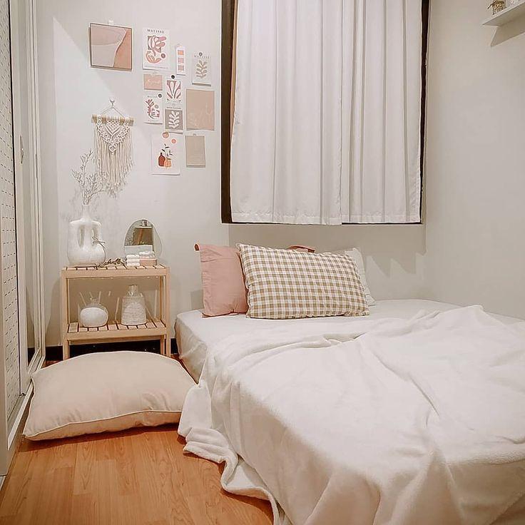 Mẫu phòng ngủ màu trắng đơn giản tiết kiệm chi phí tiền bạc cho bạn nữ và nam học hỏi