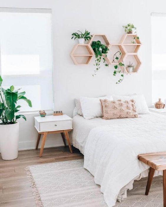 Hãy tìm mua các mẫu kệ treo tường trang trí giúp phòng ngủ nhỏ đẹp và hiện đại hơn