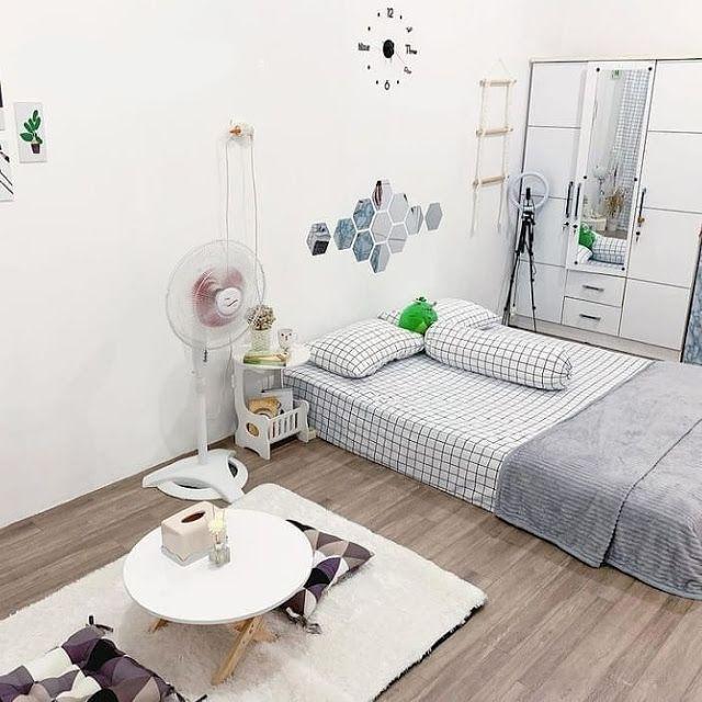 Thêm màu sắc cho phòng ngủ bằng các màu khác đến từ phụ kiện đồ decor trang trí.